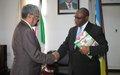 Cassam Uteem reçu par le chef de la diplomatie burundaise